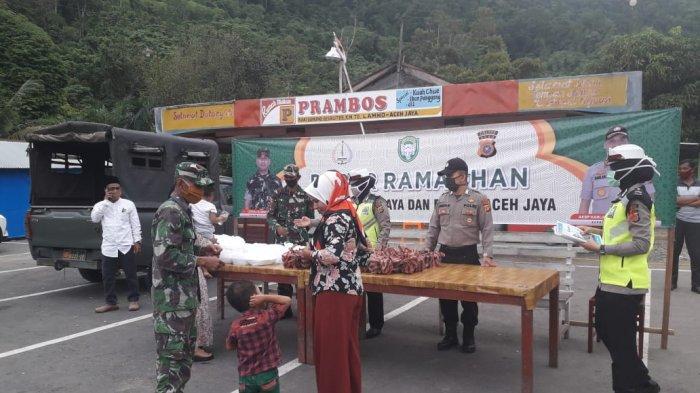 TNI – Polri Buka Dapur Ramadhan di Aceh Jaya