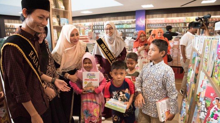 Diajak Darwati ke Gramedia, Ternyata Ini Buku-buku Yang Dipilih Anak Pemulung TPA Gampong Jawa
