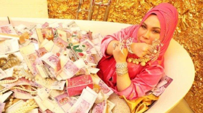 Dato Seri Vida viral saat mandi uang.