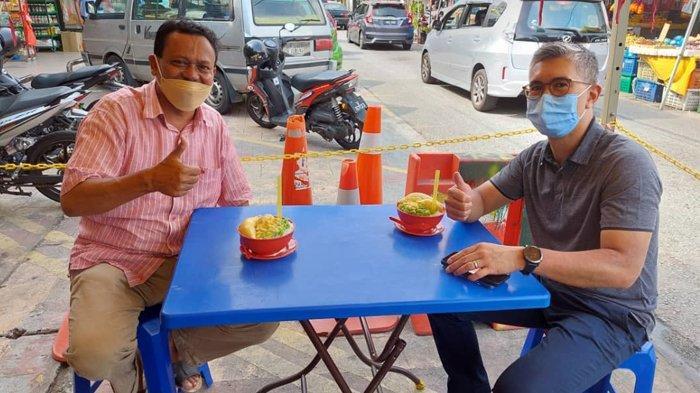Ketika Menteri Keuangan Malaysia Singgah di Chow Kit, Makan Cendol Durian Bersama Datuk Mansyur