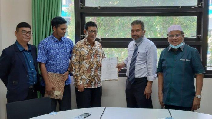 Rektor UNIKI Kukuhkan Dekan FKIP Dr Mohd Ilyas