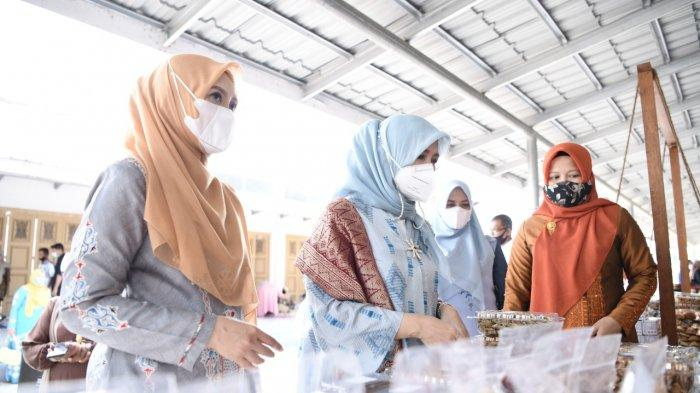 Saat Istri Menteri Sandiaga Uno Borong Produk Kerajinan Aceh, Kagumi Karya Penenun Aceh