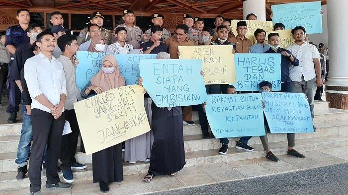 Demo di Kantor Gubernur, Massa Minta Nova Publikasi Bawahannya di Media Agar Masyarakat Tahu