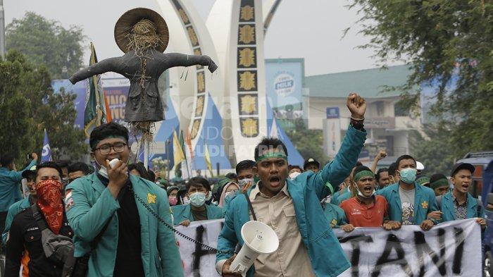 FOTO-FOTO : Mahasiswa Demo Menolak RUU Pertanahan di Banda Aceh