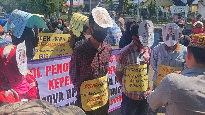 Massa APAM Lancarkan Aksi di Depan Pendopo, Massa Gugat Kinerja Pemerintah Aceh