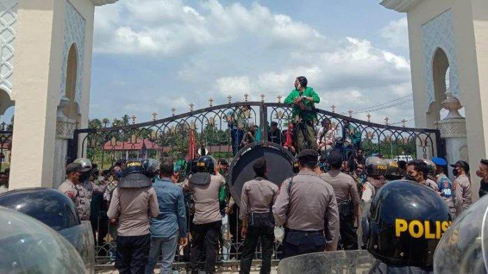 Mahasiswa Aceh Utara dan Lhokseumawe serta MasyarakatDemo DPRK Aceh Utara, Ini Tuntutannya