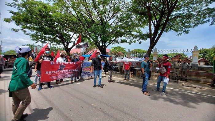 Aksi Tolak Perbup, Mahasiswa dan Aparatur Desa Berkumpul di Museum Lhokseumawe