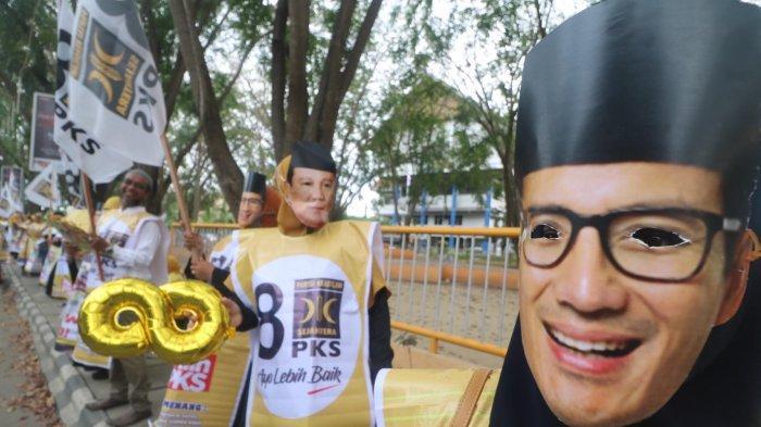 Massa PKS Bertopeng Prabowo-Sandiaga Berkampanye di Lhokseumawe