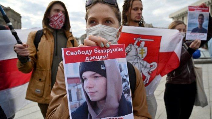 Aktivis Belarusia Tusuk Leher Dirinya, Saat Menjalani Persidangan