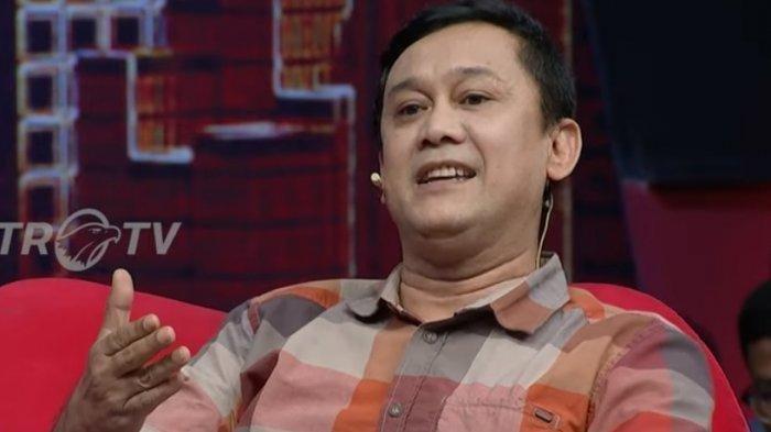 Soroti Foto Ibas Sedang Baca Buku SBY, Denny Siregar: Kayaknya yang Dibaca Cuma Kata Pengantar