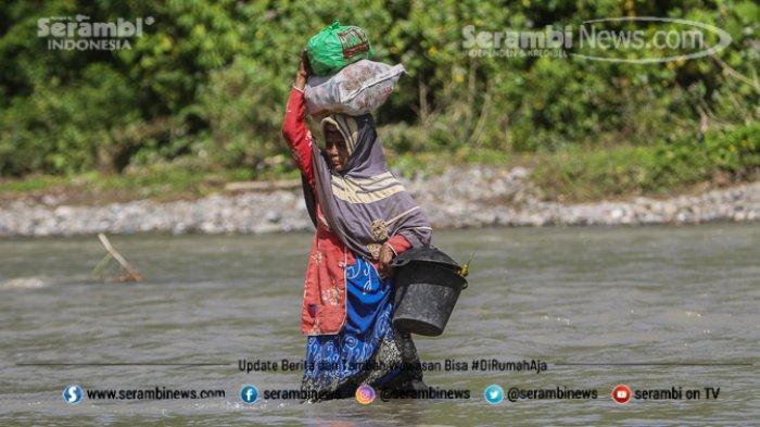 FOTO - Potret Pendidikan Di Aceh Besar, Bertaruh Nyawa Menyeberangi Sungai Demi Menuntut Ilmu - desa-panca-kubu-aceh-besar-4.jpg