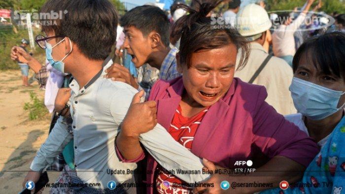 FOTO - Polisi Myanmar Pakai Ketapel Untuk Halau Massa, Militer Ancam 20 Tahun Penjara Bagi Pendemo - dibebaskan-dari-penjara.jpg