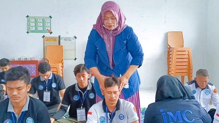 IMC AcehMotivasiPengurus Lembaga Anti Narkoba Lhokseumawe denganHipnoterapi