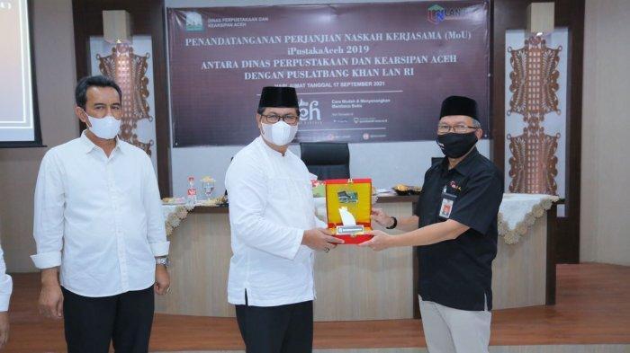 Kerjasama dilangsungkan pada Jumat (17/09/2021) dengan acara penandatangan Kerjasama iPustakaAceh 2019 antara Dinas Perpustakaan dan Kearsipan Aceh dengan Puslatbang Khan LAN RI.