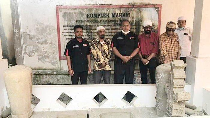 Direktur Eddie Foundation Berziarah ke Makam Sultan Jamalul Alam