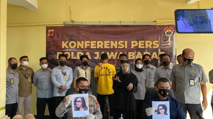 DK (40), seorang tersangka penipuan dengan berpura-pura menjadi wanita cantik di media sosial, diringkus Ditreskrimsus Polda Jawa Barat dari persembunyiannya di kawasan Garut. (TRIBUN JABAR)