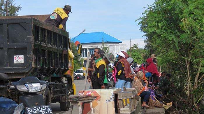 Peringati Hari Lingkungan di Aceh Barat, DLH, TNI/Polri dan Relawan Bersihkan Pelabuhan