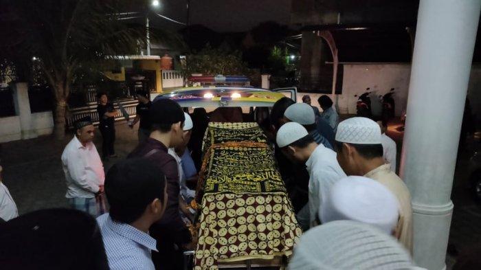 FOTO-foto Staf Unsyiah Korban Tenggelam di Krueng Jalin saat Dishalatkan di Masjid Al Jihad