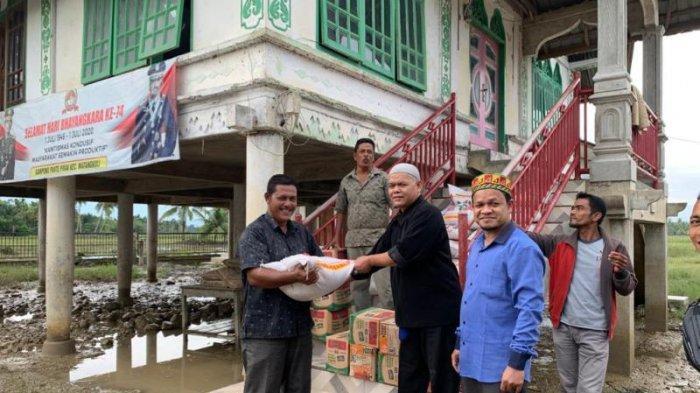 Dosen UIN Ar-Raniry Banda Aceh Salurkan Bantuan untuk Korban Banjir di Aceh Utara