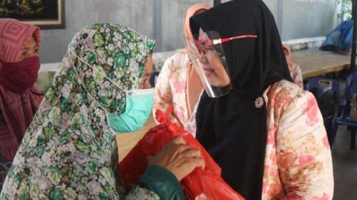Perwira Aceh Bagi Sembako dan Takjil untuk Masyarakat Kurang Mampu