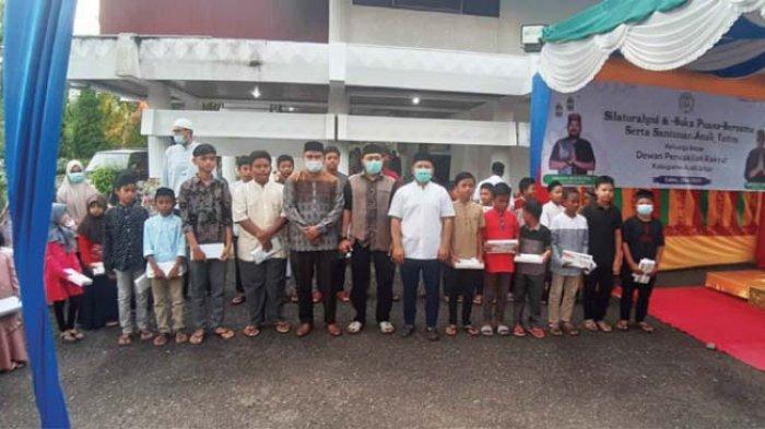 DPRK Aceh Besar Santuni Puluhan Anak Yatim di Kota Jantho