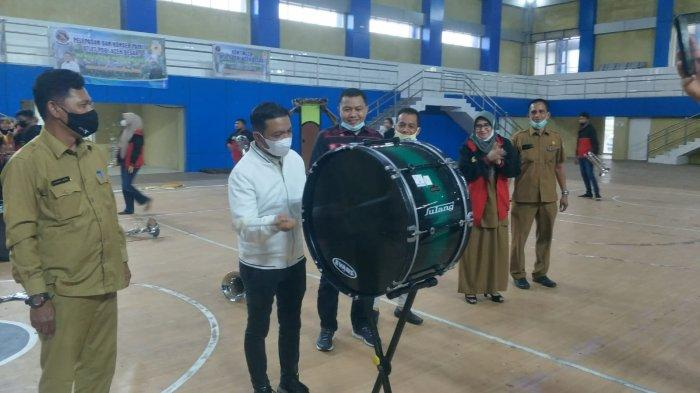 Ketua KONI Aceh Besar Lepas Atlet ke Pra-PORA Drum Band di Bireuen, Berikut Pesannya