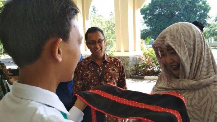 Dubes Filipina Pakai Hijab Saat Kunjungi Sukma Bangsa Pidie, Ada 28 Siswa Asal Mindanao di Sana