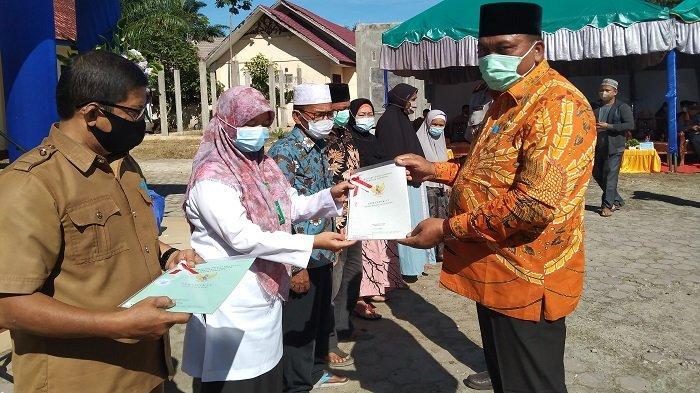 Bupati Aceh Singkil Bagikan Sertifikat pda Upacara HUT Agraria
