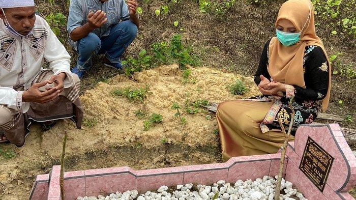 Dyah Erti Idawati Ziarahi Makam Rangga, Begini Kondisi Keluarga yang Ditinggal
