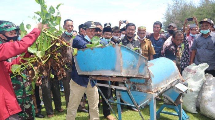 Poltas Latih Warga Olah Eceng Gondok Jadi Pupuk Organik, Bupati Semangati Mahasiswa dan Masyarakat