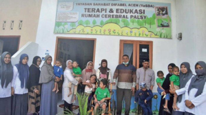 Wakil Ketua DPRK Aceh Besar Kunjungi Anak Disabilitas
