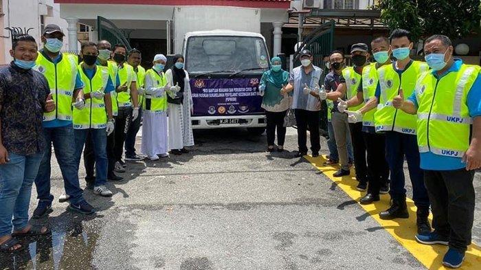Video Live Facebook, Pengusaha Aceh di Malaysia Bagikan Bahan Pokok untuk Menyokong PKP