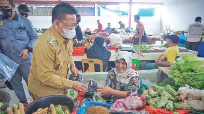 Wali Kota Bagikan Masker Kain di Pasar Al-Mahirah, Imbau Masyarakat Jaga Protkes
