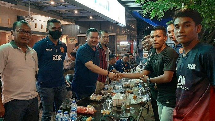 Empat Putra Abdya Ikuti Seleksi Mandiri Pemain PON Aceh, Legend Sigupai Beri Bantuan dan Semangat
