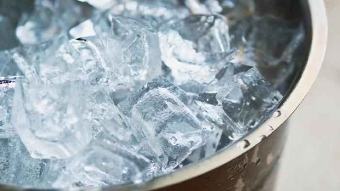 Awas, Bahaya Minum Air Es Setiap Hari, Salah Satunya Hilangnya Nutrisi dalam Tubuh