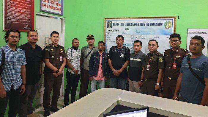 Jaksa Eksekusi Dua Terpidana Kasus Tambang Ilegal di Aceh Barat