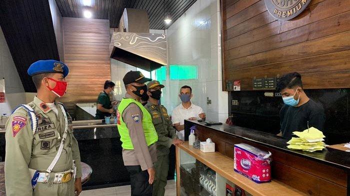 Tim Peucrok Gelar Operasi Yustisi di Ulee Kareng, Jaring 12 Pelanggar Protkes