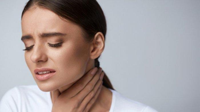 Cara Mengatasi Sakit Tenggorokan Secara Alami, Gunakan Peppermint hingga Bawang Putih