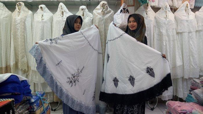Jelang Ramadhan, Pedagang Persiapkan Perlengkapan Shalat