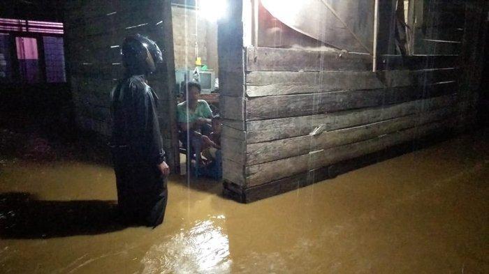 Hujan Lebat Disertai Petir, Puluhan Rumah Warga di Abdya Terendam Banjir