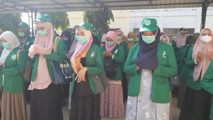 Mahasiswa PTI Alhilal Sigli saat pelepasan Kuliah Pengabdian Masyarakat (KPM)