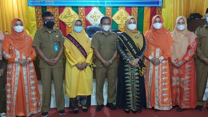 Foto bersama seusai Pengukuhan Bunda PAUD Kecamatan di Aula Kantor Dinas Pendidikan Pidie, Senin (13/9/2021)