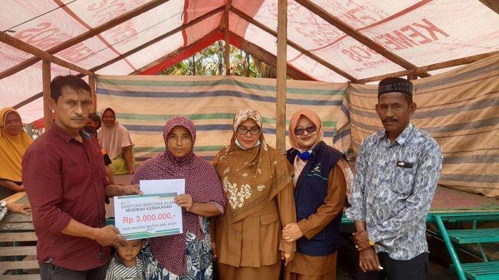 Baitul Mal Bantu 3 Keluarga Rumah Terbakar di Tangse, Pidie
