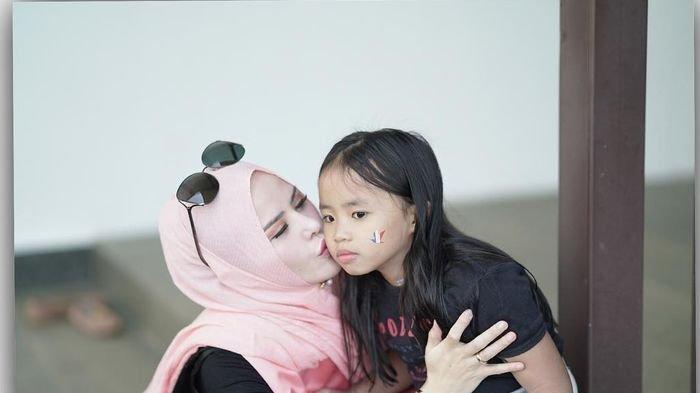 Terungkap, Putri Semata Wayang Artis Angel Legla, Berikut Nama dan Sosok Ayahnya