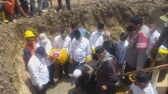 RS Regional Bireuen Mulai Dibangun, Waled Nu dan Abon Cot Tarom Letakkan Batu Pertama
