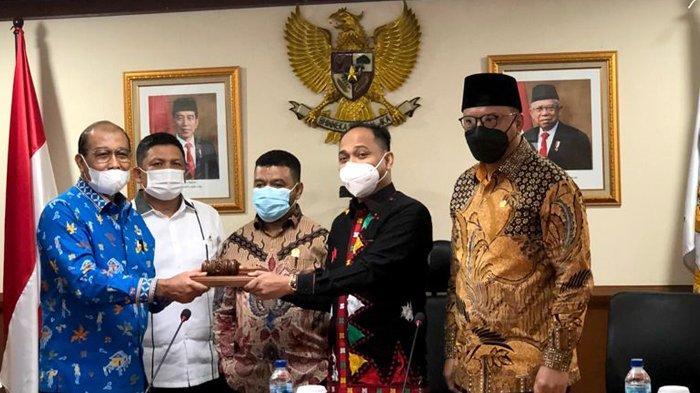 Gunakan Kemeja Motif Gayo, Fachrul Razi Terpilih Kembali Secara Aklamasi Ketua Komite I DPD RI