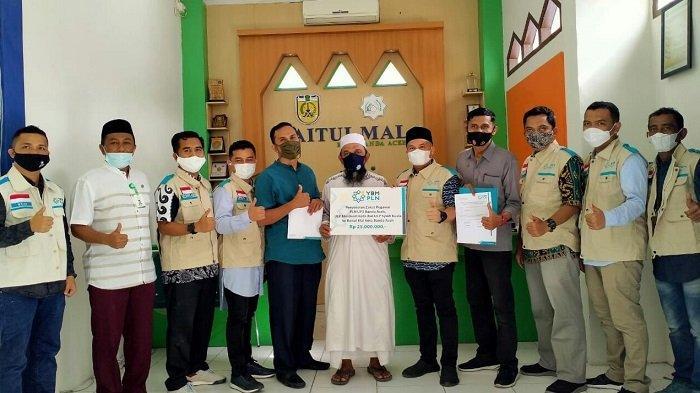 Karyawan PLN Banda Aceh Tunaikan Zakat ke Baitul Mal Banda Aceh