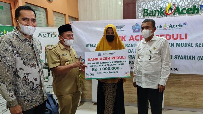Bupati dan Wakil Bupati Pijay Salurkan Modal Kerja Kemitraan Program Bank Aceh Peduli
