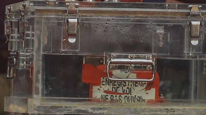 Penampakan FDR Bagian Kotak Hitam Sriwijaya Air SJ 182, CVR Masih Terus Dicari