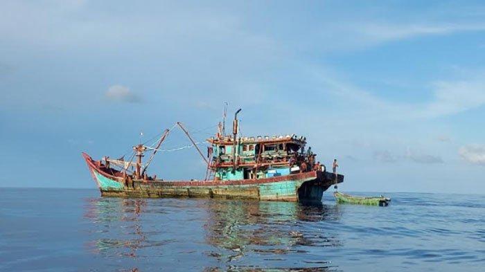 Kapal Ikan Berukuran Besar Masuk Perairan Teupah selatan, Nelayan Simeulue Gigit Jari